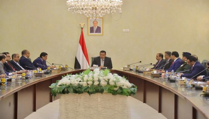 في أول اجتماع عقب تفجير المطار .. الحكومة اليمنية تتهم إيران بالتخطيط له