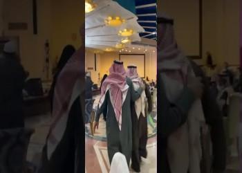 السعودية.. رجل أعمال يشتري عقارا بمليون ريال ليعيده للورثة (فيديو)