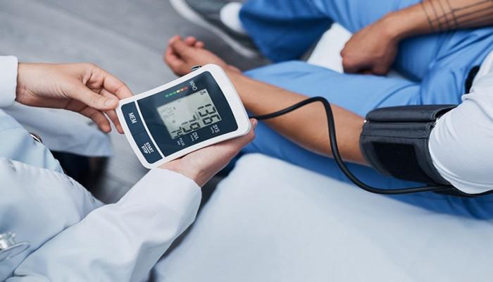 دراسة: الاختلاف الكبير بين قياس ضغط الدم في الذراعين علامة تحذيرية