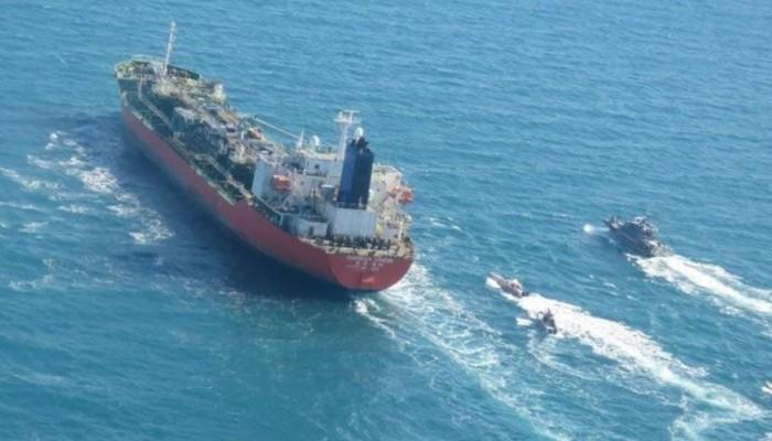 كوريا الجنوبية تستدعي سفير إيران بعد احتجاز إحدى ناقلاتها النفطية