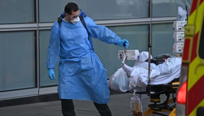 أكثر من 54 ألف إصابة جديدة.. كورونا يسجل قفزة مخيفة في بريطانيا