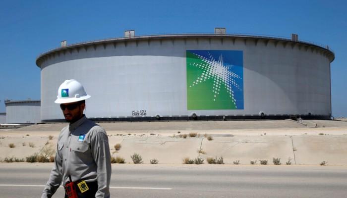 بلومبرج: السعودية تخفض إمدادات النفط لـ9 مشترين في أوروبا وآسيا