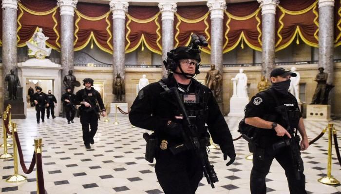 اعتقال رجل يحمل أوراق اعتماد مزيفة لحفل بايدن ومسدس و500 طلقة