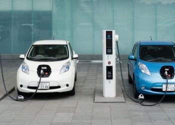 بالتعاون مع الصين.. مصر توقع عقد إنتاج أول سيارة كهربائية