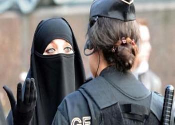 خوفا من تأثر السياحة.. حكومة سويسرا ترفض قانونا يحظر النقاب