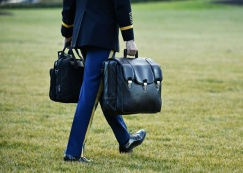 للمرة الأولى.. إجراءات استثنائية لنقل الحقيبة النووية من ترامب لبايدن