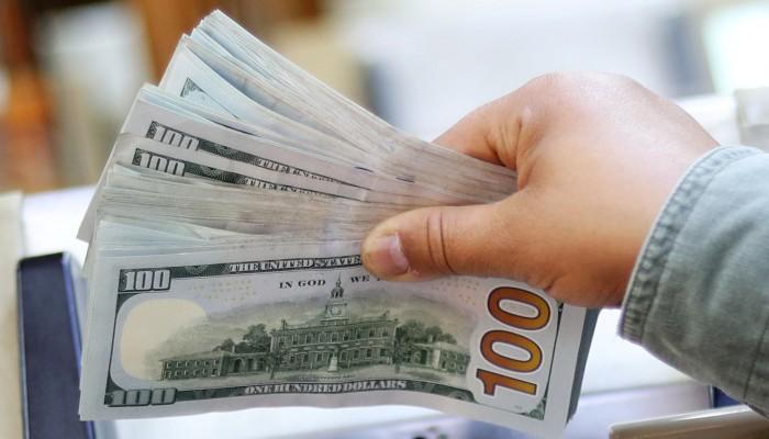 الدولار يتراجع وسط تفاؤل بشأن حزمة تحفيز أمريكية مرتقبة
