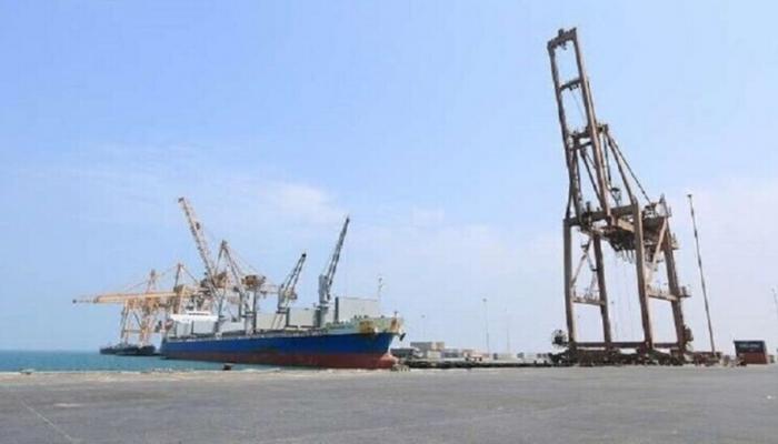 الحوثيون يتهمون التحالف العربي باحتجاز 10 سفن نفطية