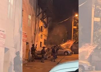 مستوطنون يجرحون طفلا ويهاجمون منازل فلسطينيين بالضفة الغربية المحتلة