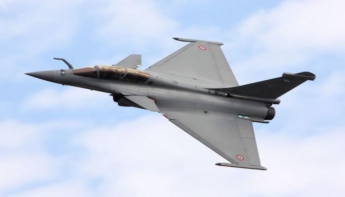 تشمل 18 مقاتلة.. فرنسا تبرم أول صفقة رافال إلى اليونان الإثنين