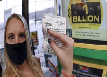 أمريكي يفوز بمليار دولار في اليانصيب