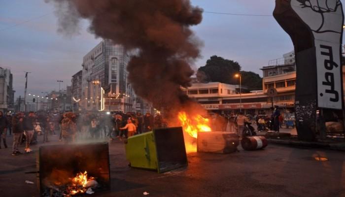 45 جريحا في مواجهات بين الأمن اللبناني ومحتجين على الإغلاق العام بطرابلس