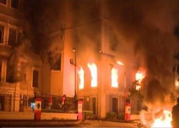 لبنان يحترق.. محتجون يضرمون النار في بلدية طرابلس والحريري يدين