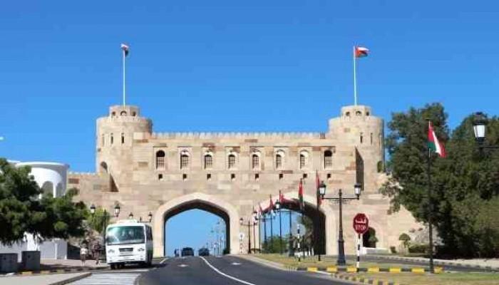 تداعيات كورونا.. عمان تمدد إغلاق منافذها البرية حتى 8 فبراير