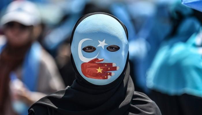 واشنطن منزعجة من تقارير عن اغتصاب منظم للمسلمات الإيجور بمعسكرات صينية