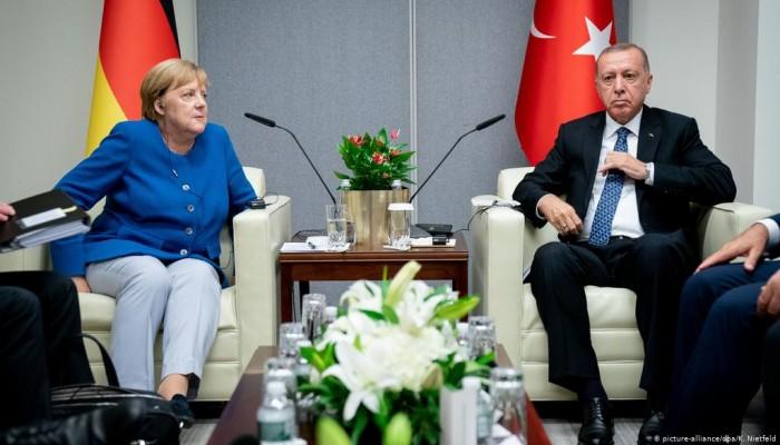 أردوغان وميركل يبحثان العلاقات الثنائية والتعاون مع أوروبا