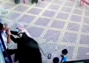 السعودية.. مواطن يصفع حارس أمن بمكة المكرمة والشرطة تقبض عليه (فيديو)