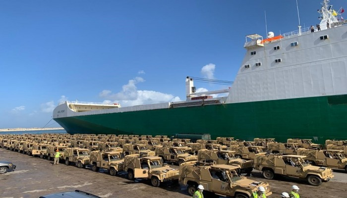الإمارات وروسيا تبحثان التعاون في إنشاء صناعة عسكرية مشتركة