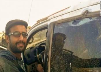 قوات مدعومة إماراتيا تعذب صحفيا جنوبي اليمن (صورة)