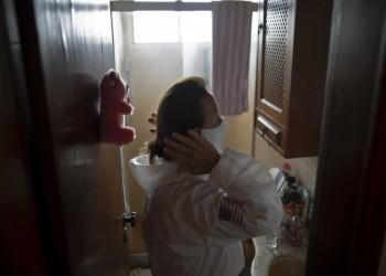 دراسة: ربع متعافي كورونا يعانون من تساقط الشعر