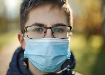 دراسة: ارتداء النظارات يقلل فرص الإصابة بكورونا 3 مرات