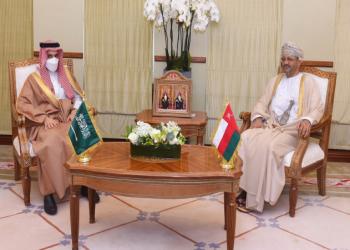 وزيرا خارجية السعودية وعمان يجريان في مسقط مشاورات ثنائية