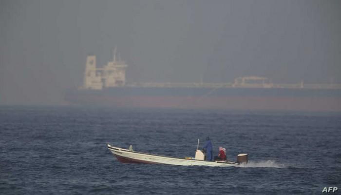 رجحت ضلوع إيران.. مصادر إسرائيلية: سفينة خليج عمان أصيبت فوق سطح الماء