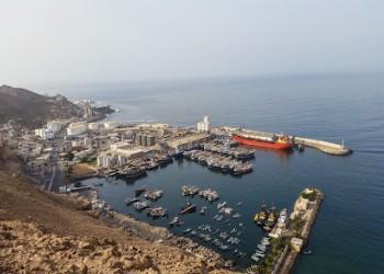 """""""الانتقالي"""" اليمني يقيل مدير ميناء سقطرى لكشفه تفريغ معدات عسكرية إماراتية"""