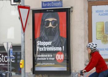 السويسريون يصوتون الأحد على حظر النقاب وتغطية الوجه بالأماكن العامة