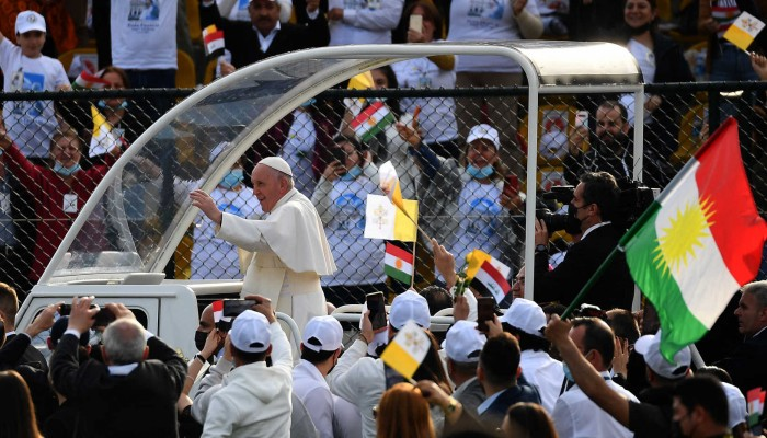 وجه رسائل سلام.. بابا الفاتيكان يختتم زيارته للعراق بقداس كبير