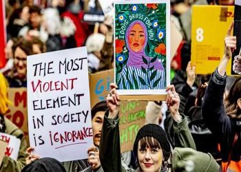 حقوق المرأة: مفارقات الديمقراطية والدكتاتورية