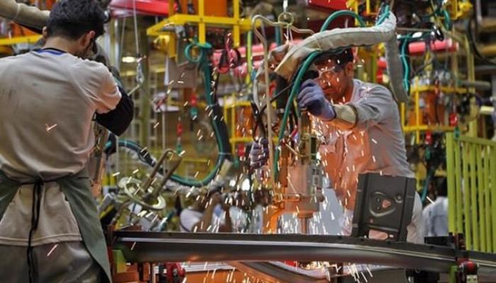 مصرفي: خروج الاقتصاد الإيراني من الركود بعد ربعين من النمو