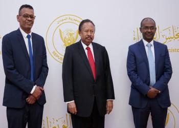 تسلمها حمدوك.. السودان يصدر أول بطاقة فيزا مصرفية محلية