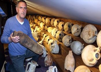 تركي يحتفظ بـ80 جرة خزفية تاريخية في منزله.. ما القصة؟