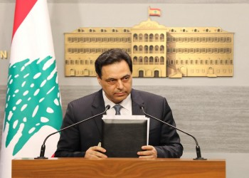 عالق في بيته وراتبه لا يكفيه.. فايننشال تايمز تكشف معاناة حسان دياب