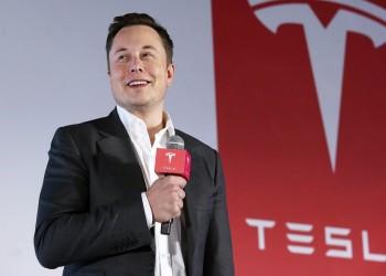 ماسك يعلن إتاحة شراء سيارات تيسلا بالبتكوين.. والعملة الرقمية تقفز 3%
