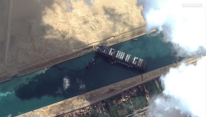 انسداد قناة السويس يربك العالم ويفتح شهية القراصنة