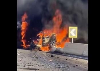 مشهد انتحاري.. تفحم فتاة قادت سيارتها بسرعة جنونية بالاتجاه المعاكس (فيديو)