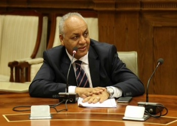 برلماني مصري يطلب تعليق جلسات البرلمان بسبب كورونا