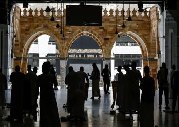 السعودية: القبض على مسلح ردد شعارات لتنظيمات إرهابية بالحرم المكي (فيديو)