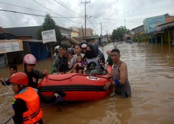 الفيضانات تضرب إندونيسيا وتيمور الشرقية وتسقط 50 قتيلا