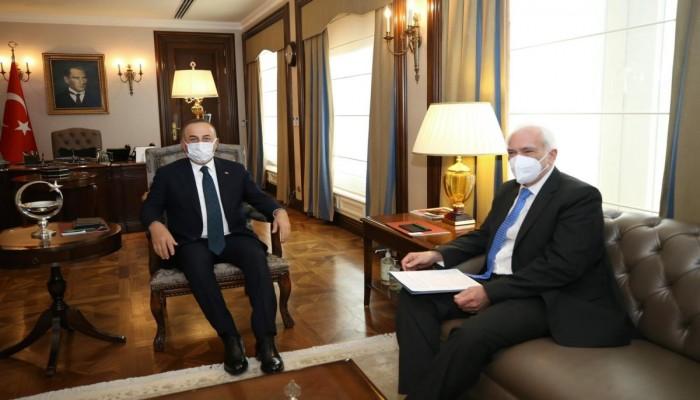 جاويش أوغلو يستقبل السفير اليوناني في أنقرة