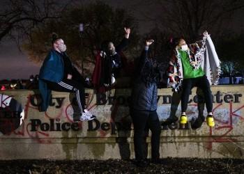 فلويد جديد.. حظر تجول في منيابوليس الأمريكية بعد مقتل شاب أسود برصاص الشرطة
