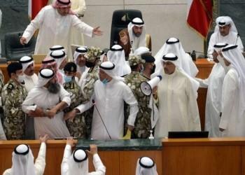 مشادات كلامية واشتباكات بالأيدي في مجلس الأمة الكويتي