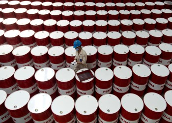 أسعار النفط تستقر قرب أعلى مستوى في شهر
