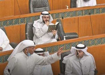 نائب كويتي يقرأ القرآن خلال جلسة ساخنة لمجلس الأمة ويثير جدلا (صورة)