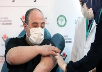 وزير الصناعة التركي يتطوع لتلقي اللقاح الوطني ضد كورونا