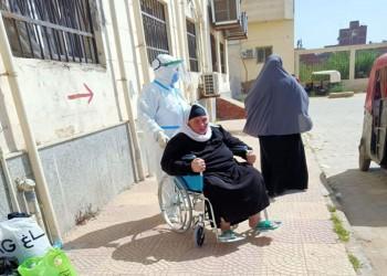 مصريون يستغيثون: إصابات كورونا تزداد بشكل مرعب.. أغلقوا البلاد