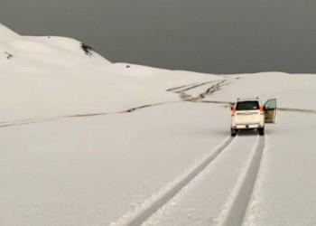 ثلوج كثيفة تحول صحراء السعودية إلى ألاسكا.. ومتابعون يحتفون (فيديو وصور)