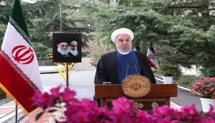 روحاني يطالب العسكريين السابقين في إيران بالابتعاد عن السياسة